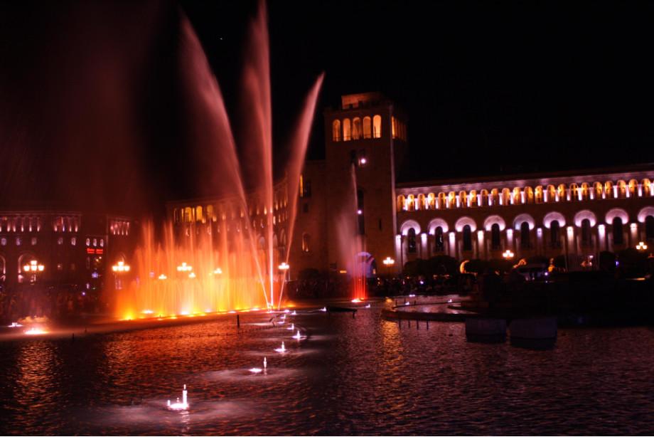 Фонтан в центре Еревана