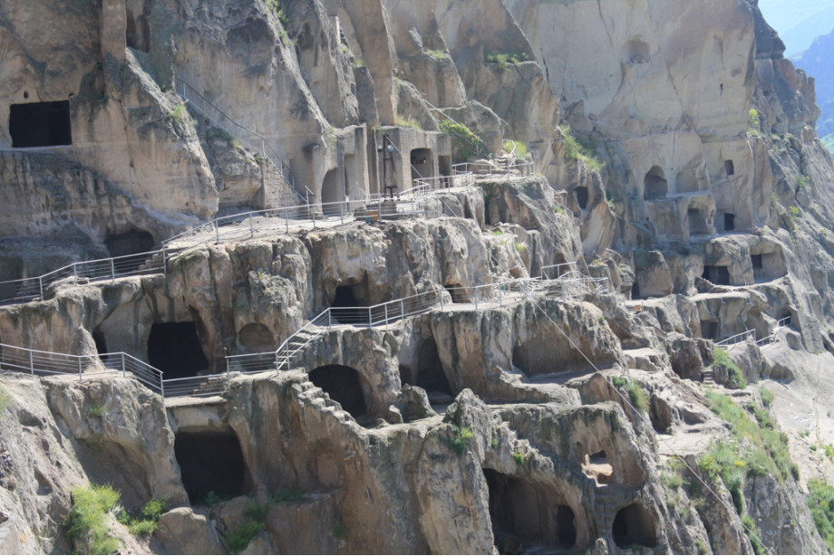 Вардзия пещерный город