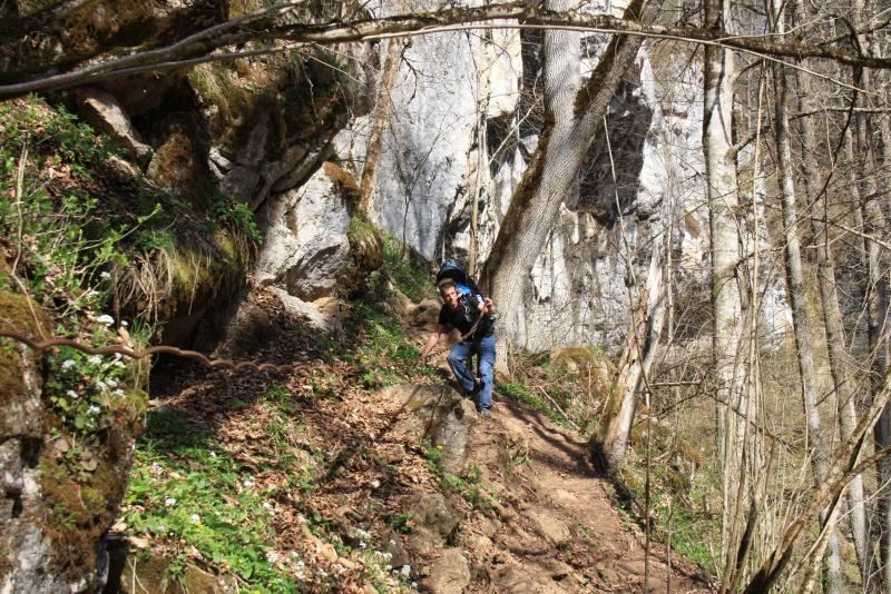 Спуск к Чинарскому водопаду